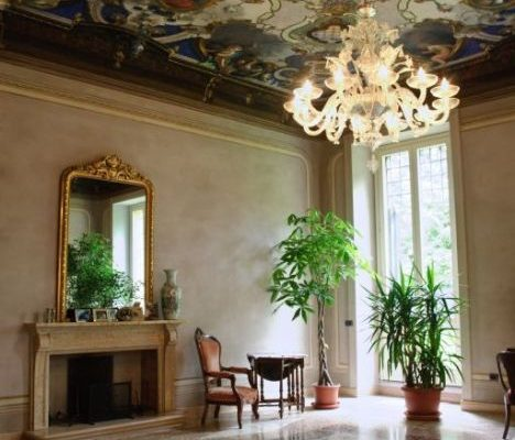 Salone lato giardino. Uno dei due ultimi locali rimasti come li ha lasciati la Principessa, nel 1871.